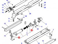 Крестовина карданного вала привода переднего моста трактора Massey Ferguson — 3903646M1
